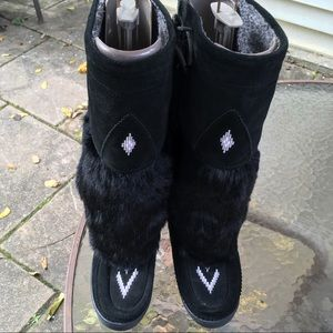Manitobah black suede/fur boots w/wool lining 6